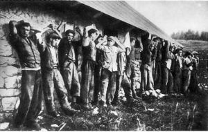 Le vittime di Malga Zonta prima dell'esecuzione.